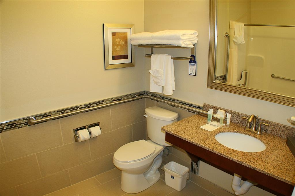 Best Western Plus Easton Inn & Suites - Mobility Accessible Guest Bathroom
