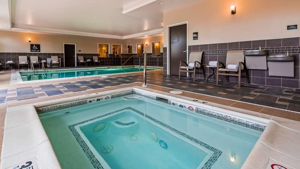Best Western Plus Easton Inn & Suites - Vista de la piscina