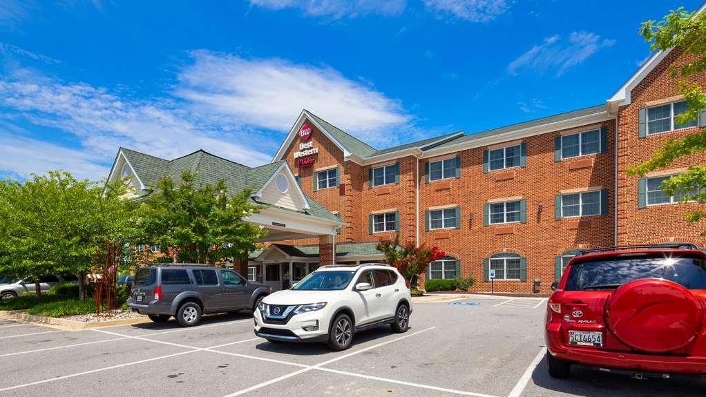 Best Western Plus Easton Inn & Suites - Facciata dell'albergo