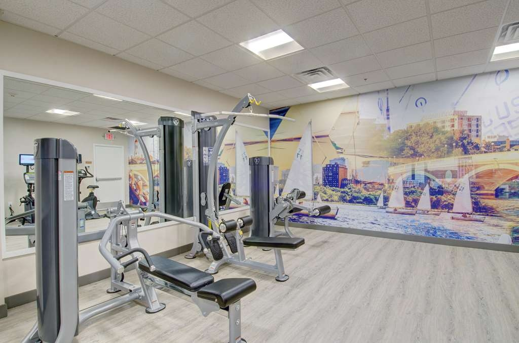 Best Western Plus Waltham Boston - Catch an episode of your favorite show while working off those pesky calories.