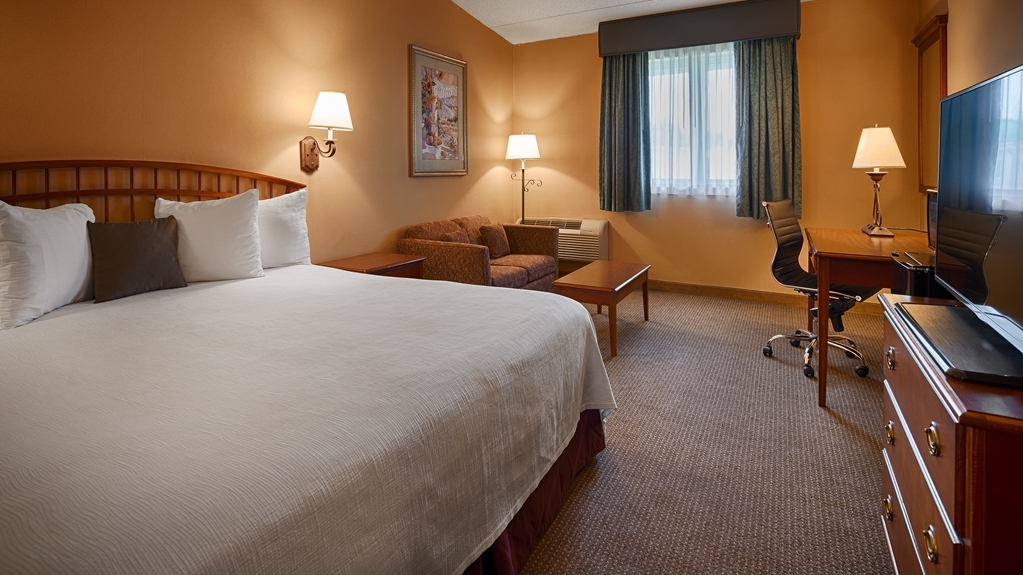 Best Western Merrimack Valley - Indulge yourself in our warm, welcoming and inviting king bedroom.