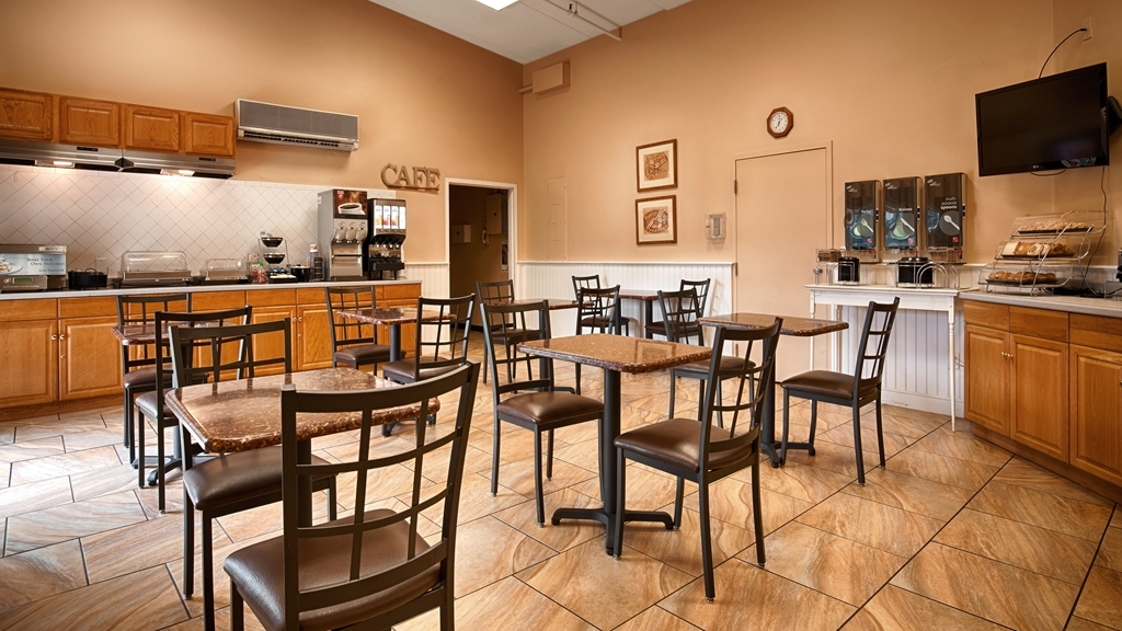 Best Western Merrimack Valley - Our breakfast room offers intimate dining for couples and smaller groups.