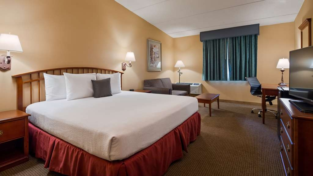 Best Western Merrimack Valley - King room with love seat, coffee table and spacious desk.
