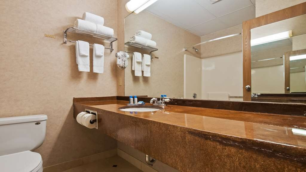 Best Western Merrimack Valley - Guest Bathroom