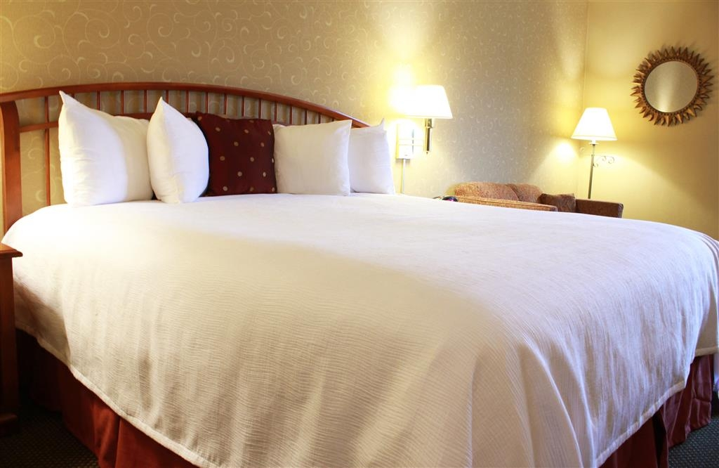 Best Western Merrimack Valley - Make yourself at home in this king bedroom.