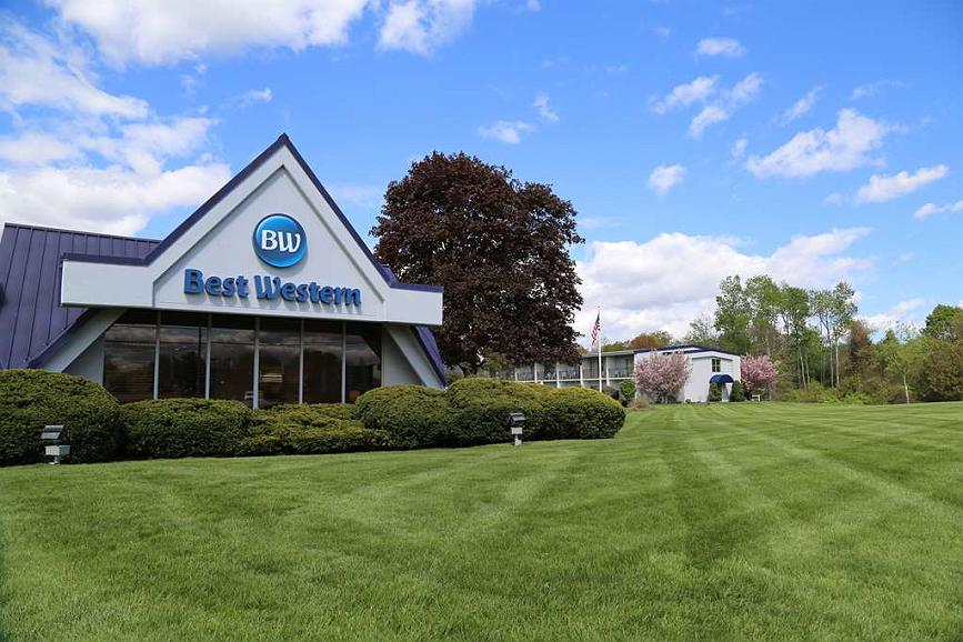 Best Western at Historic Concord - Enjoy a beautiful view of our landscaping from your room.