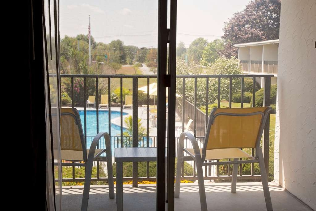 Best Western at Historic Concord - Vue de la piscine