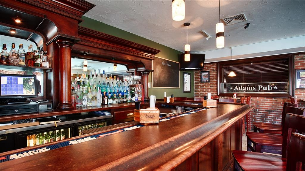 Best Western Adams Inn Quincy-Boston - Grab a cold drink after a long day of work at our on-site restaurant/bar.