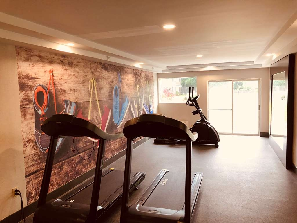 Best Western Plus Chelmsford Inn - Our complimentary fitness center is equipped with an elliptical, treadmill and more.