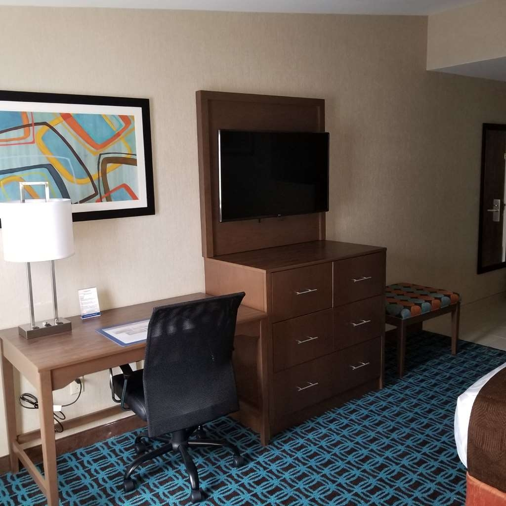 Best Western Plus Chelmsford Inn - Enjoy our Desk and Entertainment Center in our King Twin Sofabed and Oversized Queen Queen rooms.