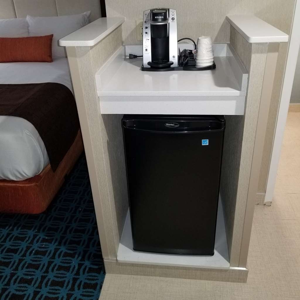 Best Western Plus Chelmsford Inn - Enjoy the mini fridge and coffee maker to meet all of your needs.