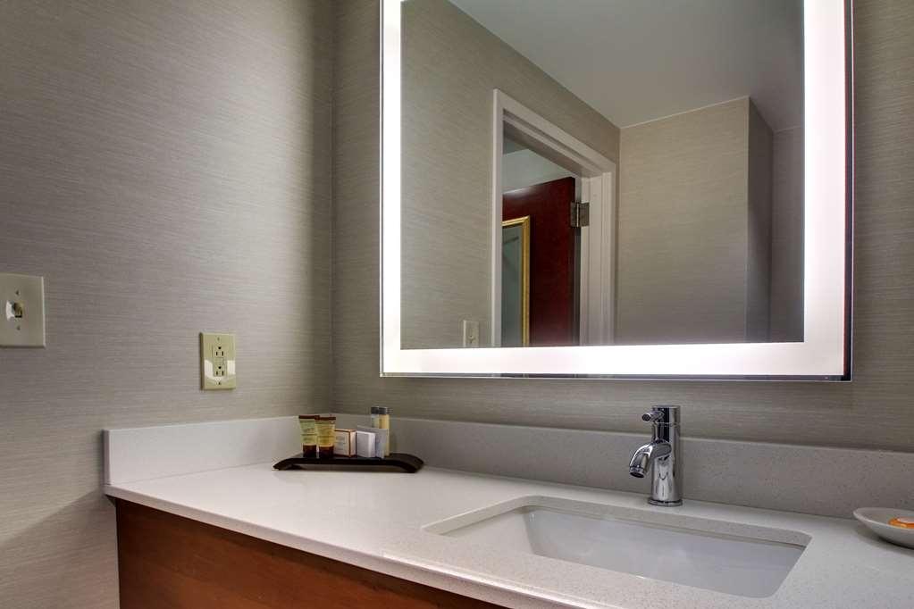Best Western Plus Boston Hotel - habitación de huéspedes-amenidad