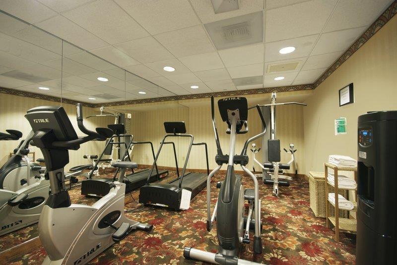 Best Western Plus Boston Hotel - El gimnasio está equipado con máquina de pesas y ejercicios cardiovasculares para aquellos huéspedes que deseen realizar sus ejercicios.
