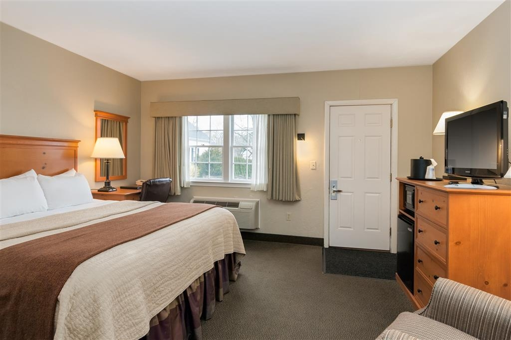 Best Western Plus Cold Spring - Enjoy a moment of solitude in this standard king guest room.