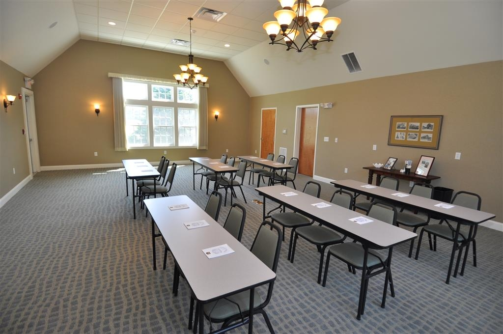 Best Western Plus Cold Spring - We offer the perfect conference room to exchange business ideas or strategies.