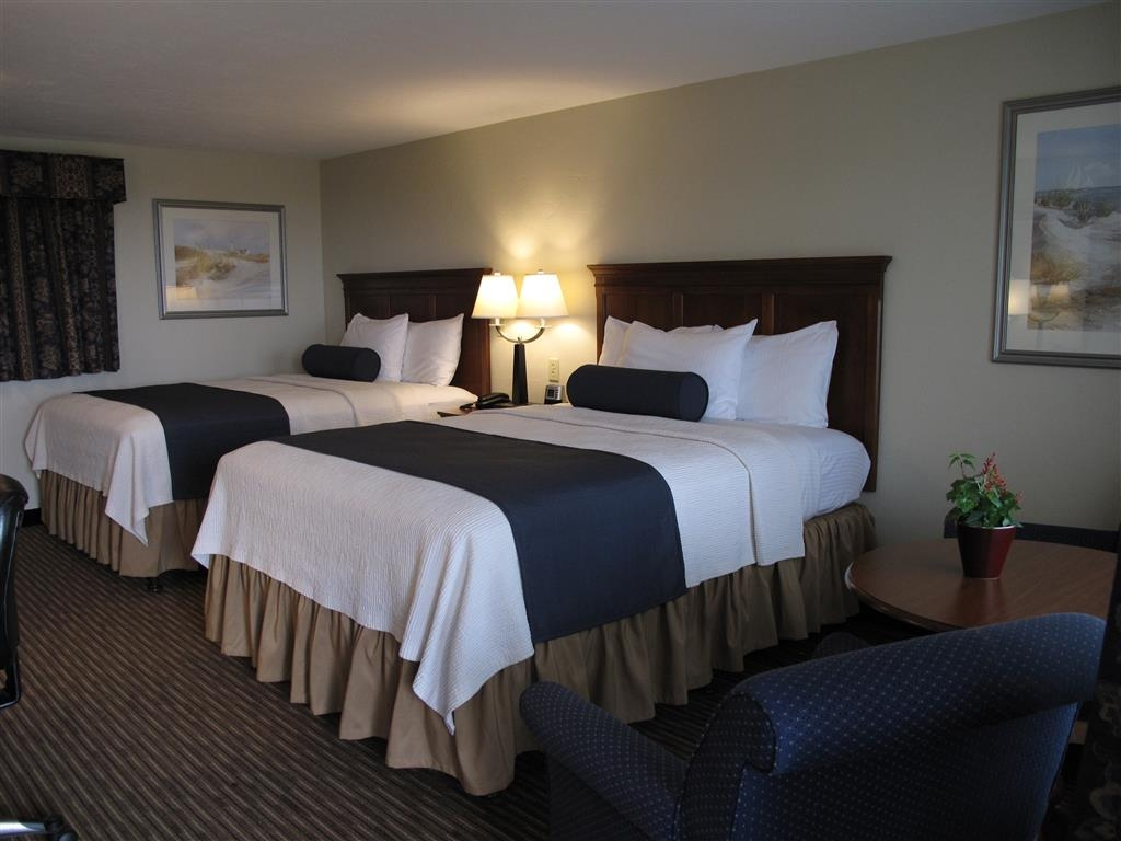 Best Western Plus Cold Spring - There is plenty of room for four in our double queen guest room.