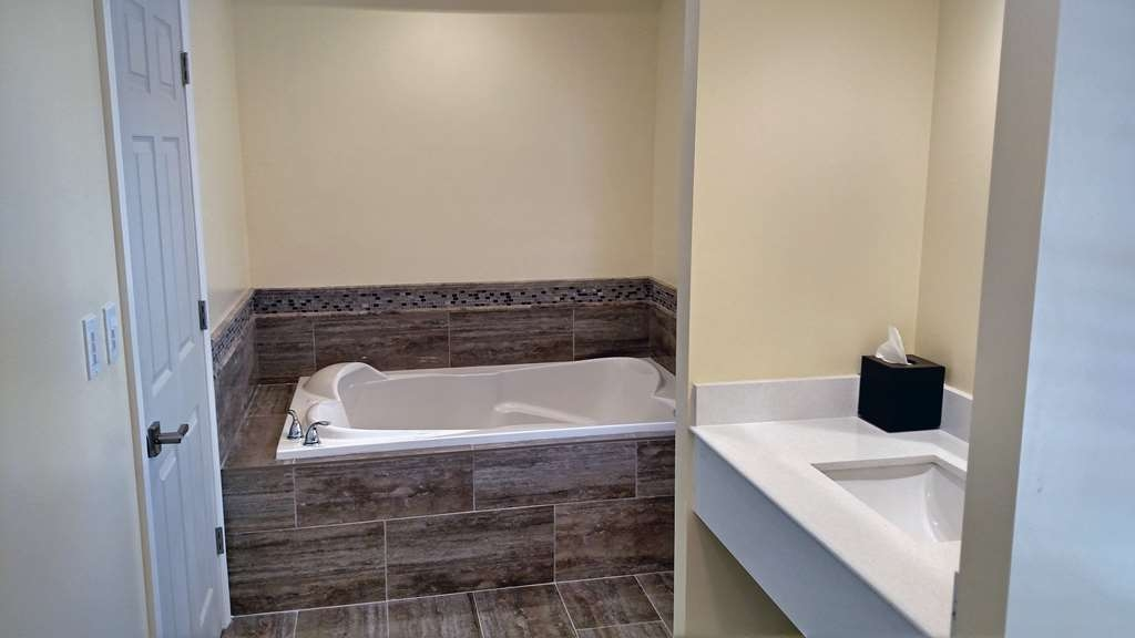 Best Western Plus Cold Spring - King Jetted Tub