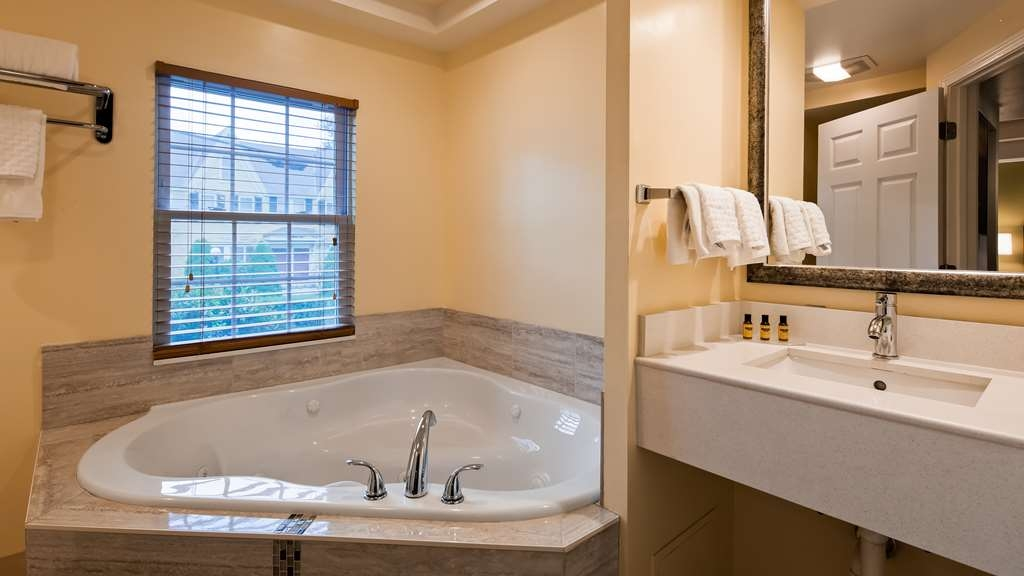Best Western Plus Cold Spring - Whirlpool