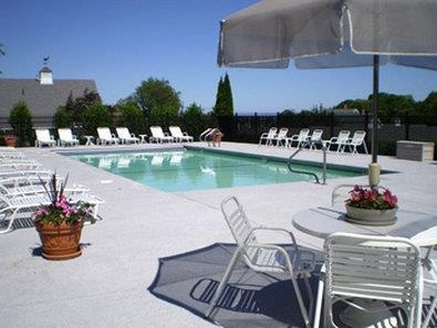 Best Western Plus Cold Spring - Plan an afternoon with the family at our outdoor heated swimming pool.