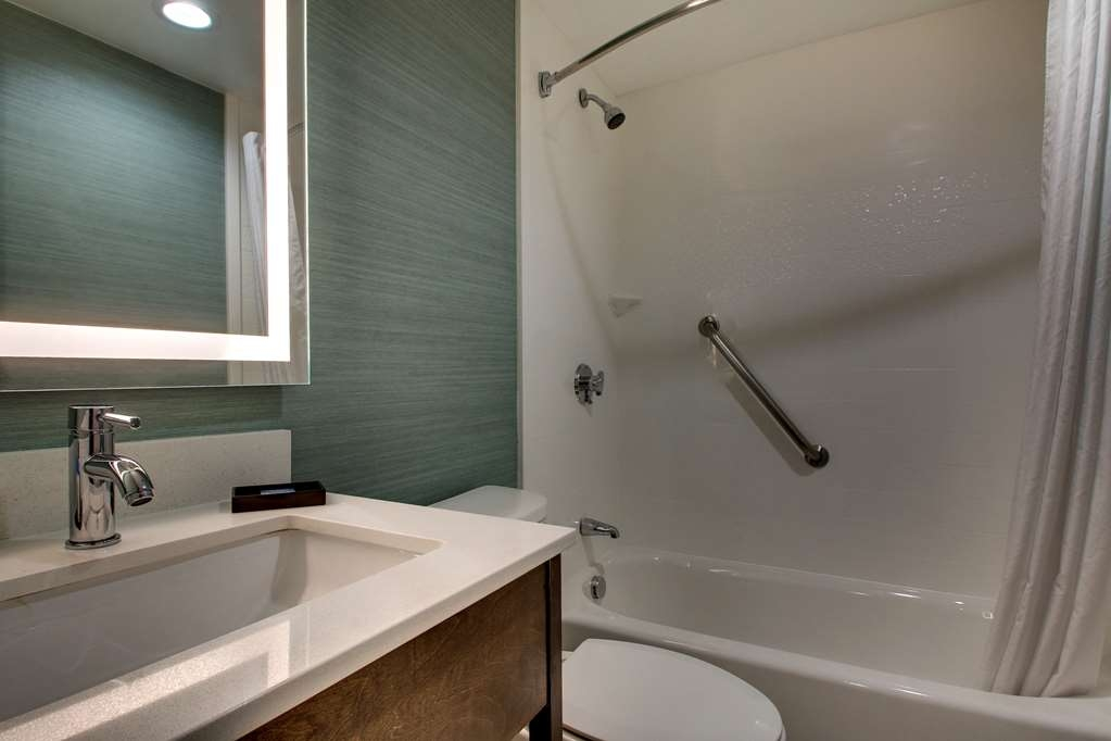 Best Western Plus New Englander - Badezimmer