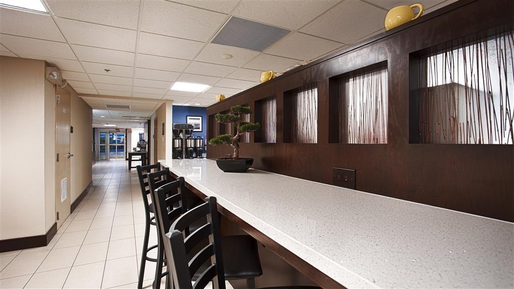 Best Western Plus Berkshire Hills Inn & Suites - Même si vous êtes pressé, ne manquez pas le repas le plus important de la journée.