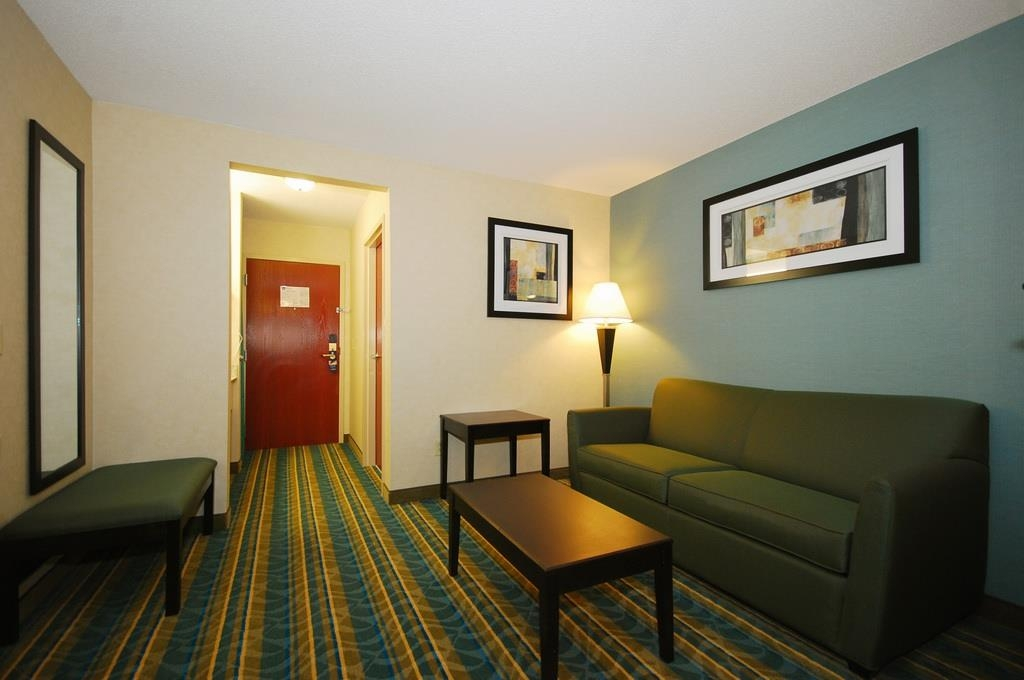 Best Western Plus Berkshire Hills Inn & Suites - Suite