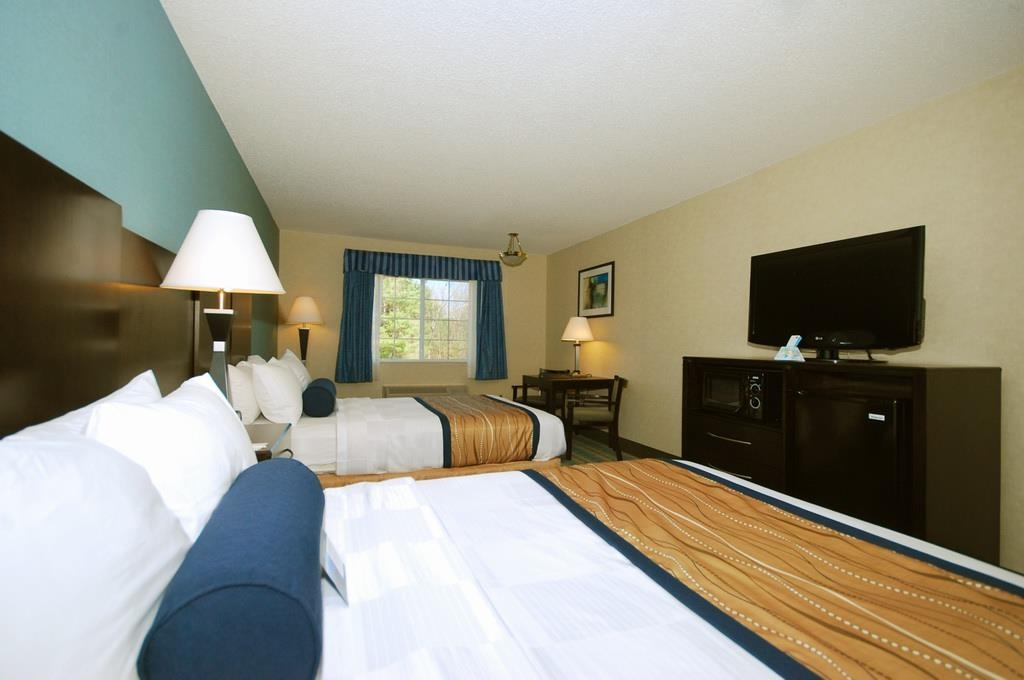 Best Western Plus Berkshire Hills Inn & Suites - There is plenty of room for four in our 2 double bedroom.