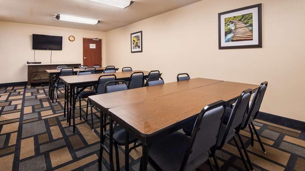 Best Western Plus Berkshire Hills Inn & Suites - Salle de réunion