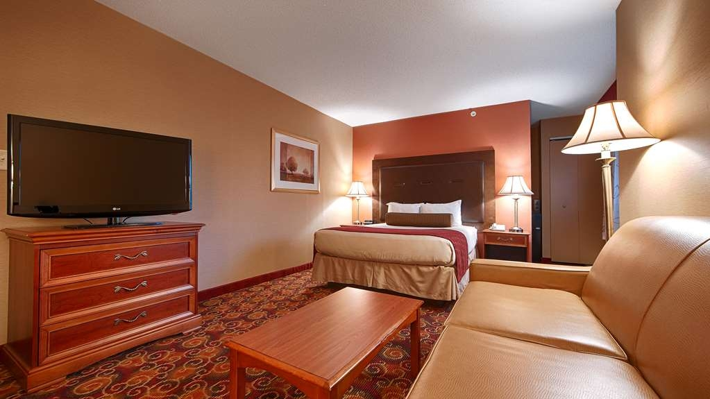 Best Western Plus The Inn at Sharon/Foxboro - If you need a standard or mobility accessible room we've got you covered with our suite king sofabed