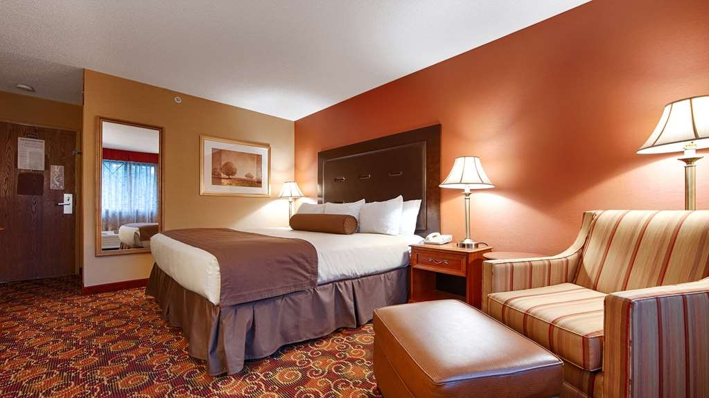 Best Western Plus The Inn at Sharon/Foxboro - We offer a variety of queen bedrooms from standard to rooms with sofabeds or rooms for your mobility accessible needs.