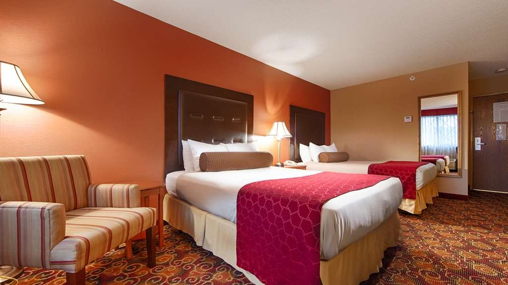 Best Western Plus The Inn at Sharon/Foxboro - Touring the city with a close friend? Book our convenient two double bedroom.