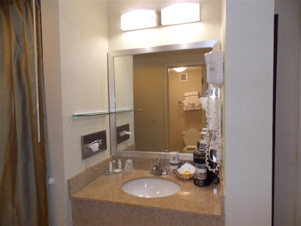 Best Western Springfield West Inn - Unpack your necessities in our guest bathroom featuring granite counter tops and a large vanity mirror.
