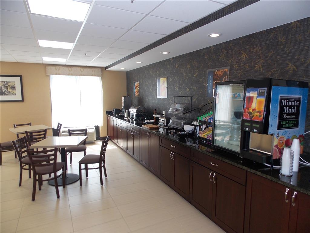 Best Western Springfield West Inn - Kick-start your morning with a complimentary continental breakfast at the BEST WESTERN Springfield West Inn.