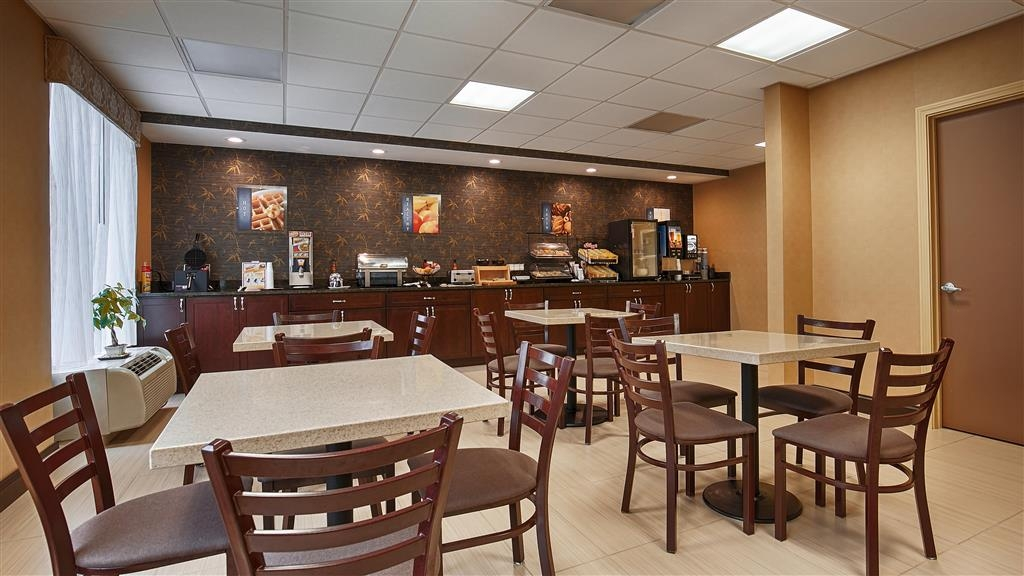 Best Western Springfield West Inn - Our breakfast room offers intimate dining for couples and smaller groups.