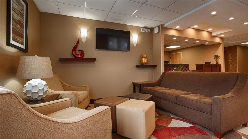 Best Western Springfield West Inn - Stay relaxed and settle into one of our comfortable chairs.