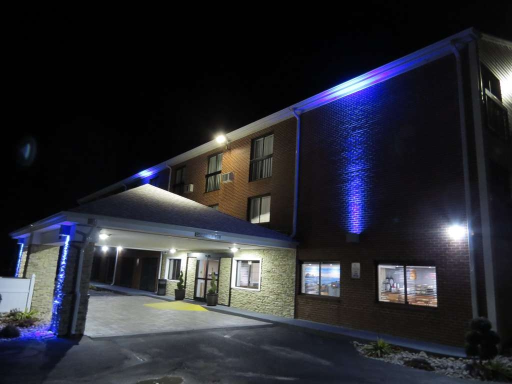 Best Western Cape Cod Hotel - Exterior at Night