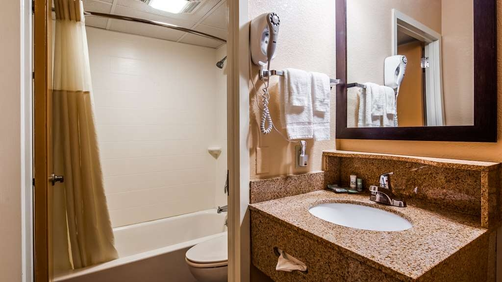 Best Western Cape Cod Hotel - Guest Bath Room