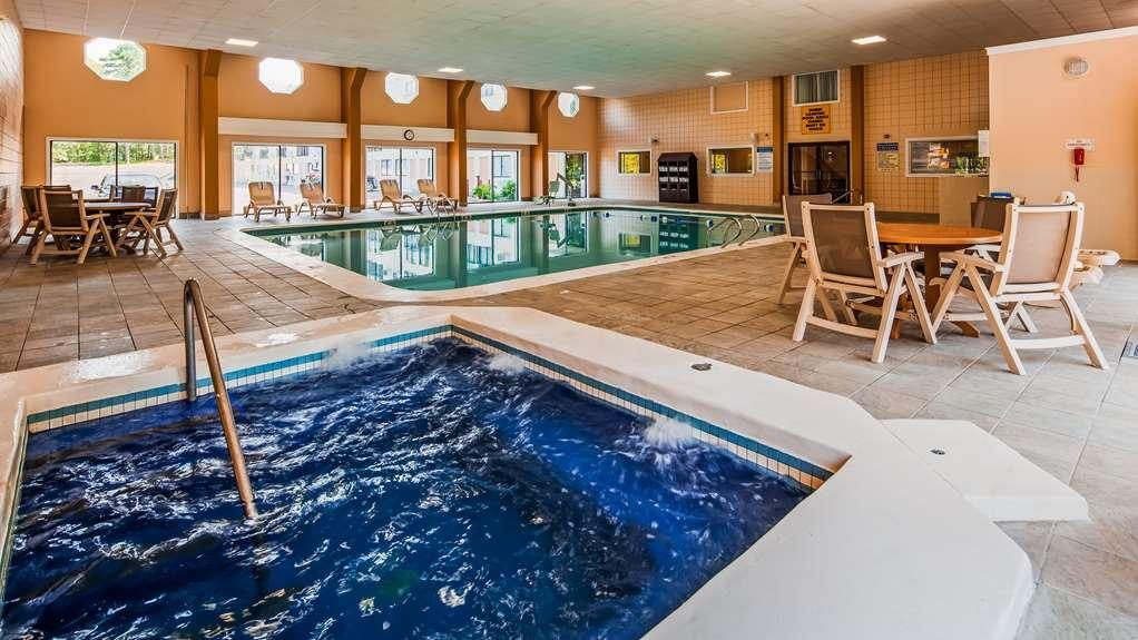 Best Western Cape Cod Hotel - Vue de la piscine