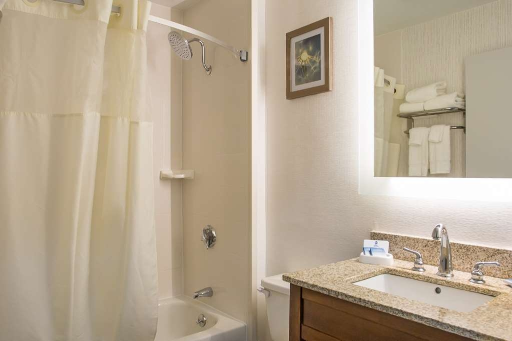 Best Western Milford Inn - Guest Bathroom