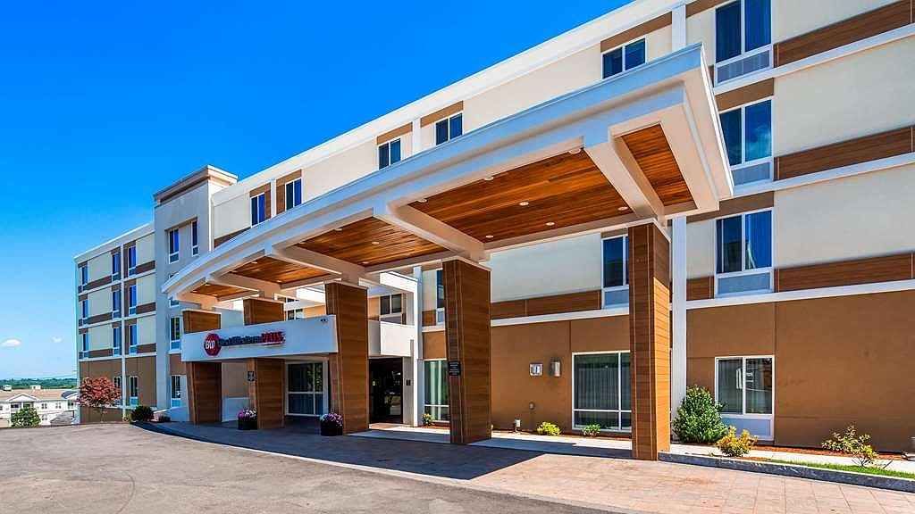 Best Western Plus North Shore Hotel - Beautiful entrance to welcome you here