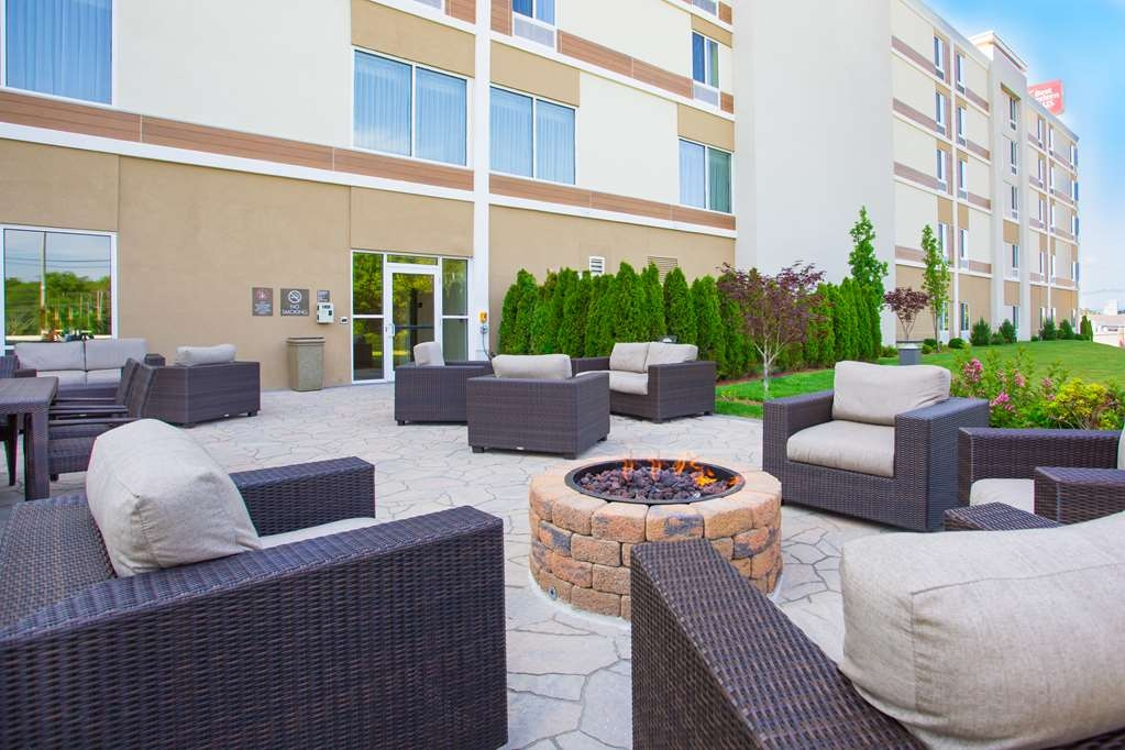 Best Western Plus North Shore Hotel - Enjoy a fresh air escape on our Outdoor Patio day or night