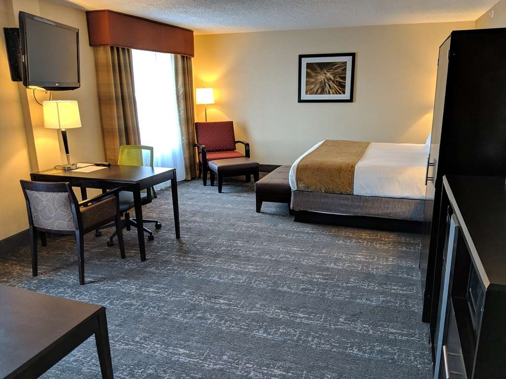 Best Western Braintree Inn - J SUITE