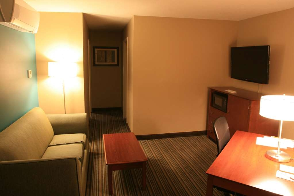 Best Western Plus Traverse City - King Suite Living Room With Sleeper Sofa