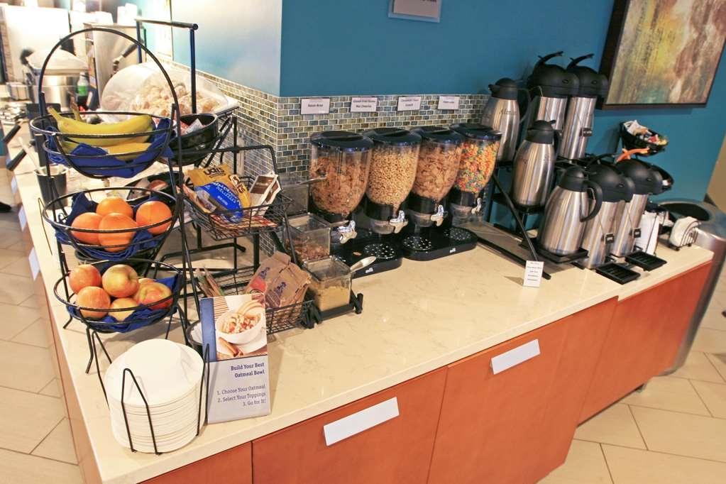 Best Western Plus Traverse City - Fresh Fruit, Cereal, 24hr Fresh Coffee
