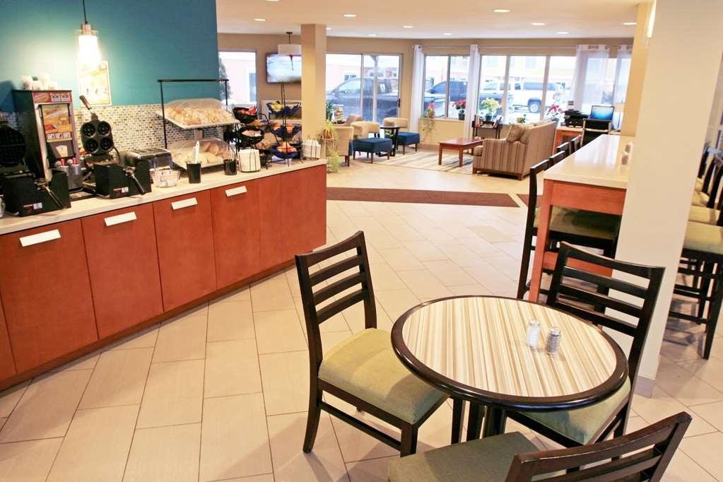 Best Western Plus Traverse City - Lobby and Breakfast
