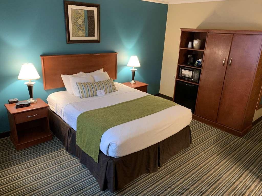 Best Western Plus Traverse City - Single Queen Guestroom