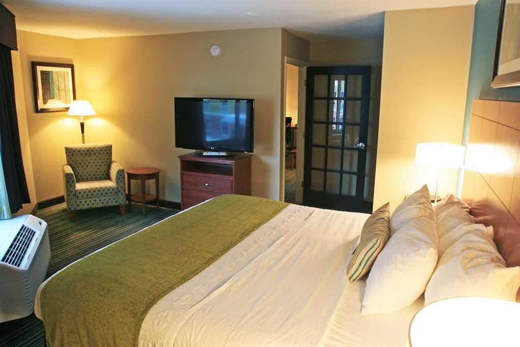 Best Western Plus Traverse City - King Suite Guestroom