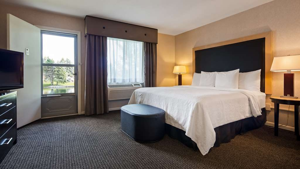 Best Western River Terrace - Your comfort is our first priority. In our king guest room, you will find that and much more.