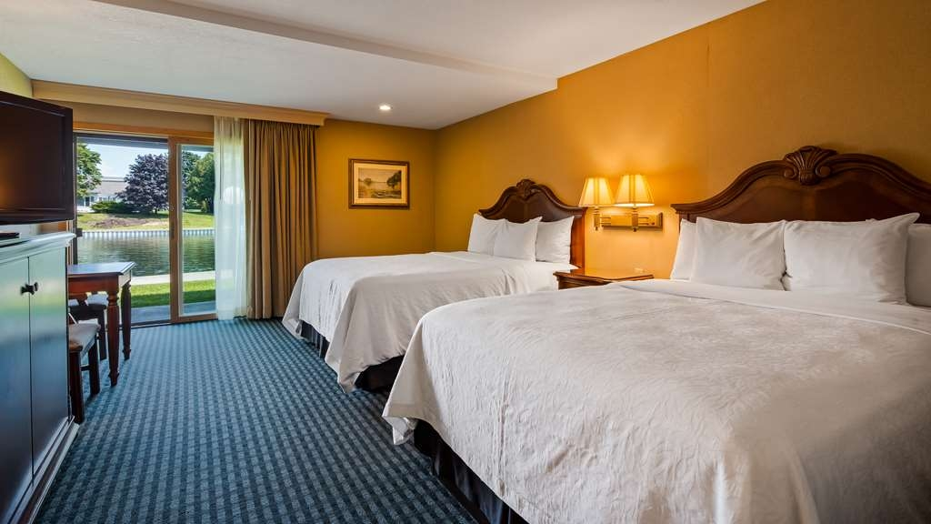 Best Western River Terrace - Stretch out and relax in the two queen guest room.
