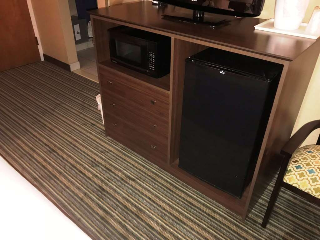 Best Western Woodhaven Inn - Standard Two Queen Bed With Microwave and Refrigrator